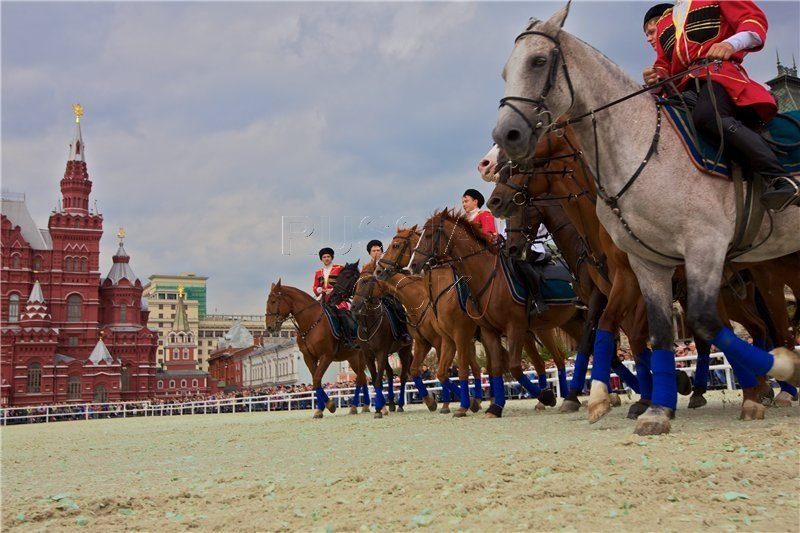 red_square2010_21